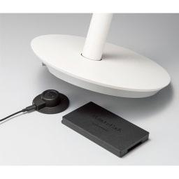BALMUDA/バルミューダ ザ・グリーンファン 限定カラー「シャンパンゴールド」(収納袋付き) 専用の充電器、バッテリー&ドック(別売り)を使用すれば、コードレス使用でき、電源への着脱もラクに。
