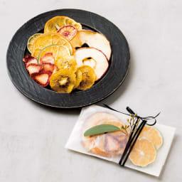 クイジナート エアフライオーブン トースター シルバー色 ミトン付きディノス特別セット【限定800個】 ドライフルーツを作って、お友達への手土産に。りんごやキウイをスライスして、90℃で約1時間加熱するだけで、自家製ドライフルーツが完成。無添加の安心おやつに。