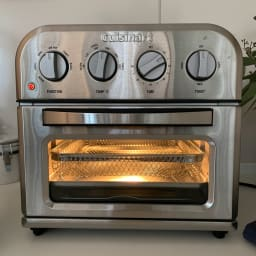 クイジナート エアフライオーブン トースター シルバー色 ミトン付きディノス特別セット【限定800個】 調理を始めると庫内は明るくなるので調理の様子が確認しやすいです。