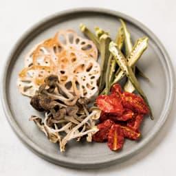 クイジナート エアフライオーブン トースター アイボリー限定カラー 単品 ドライトマトのオイル漬けも簡単。パスタ、サラダに重宝します。野菜チップスはヘルシーなおつまみに。
