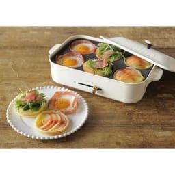 BRUNO/ブルーノ コンパクトホットプレート用 マルチプレート 穴が6つあるため、ベーコンエッグやパンケーキ、スイーツなども一度に調理ができます。