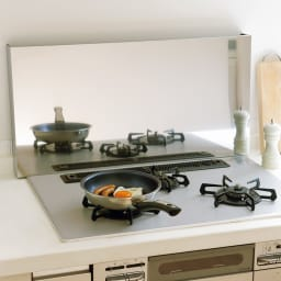 油はねガードにもなるコンロカバー コンロ幅60cm用 油はねをガードすれば壁の掃除もラク。