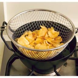 鉄の揚げ鍋3点セット サクサクに揚がったら、一度に引き上げられて便利。揚げムラもなく、カリッとおいしく仕上がります。