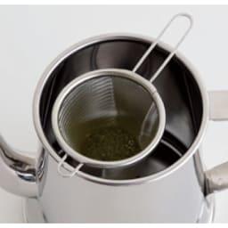 有元葉子のステンレスケトル お手持ちの茶こしをのせてそのままお茶を淹れることもできます。茶こしは付属しておりません。