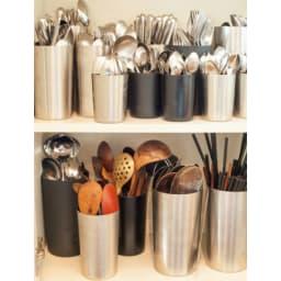 有元葉子のラバーゼ ステンレス ツールスタンド ステンレス中 有元さんのご自宅の棚にはこんなにたくさんのツールスタンドが。