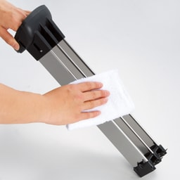 イオニックブリーズMIDI フィルター交換不要で、お手入れも簡単! ステンレス製の集塵板を引き出し、拭き取るだけでお掃除完了!両脇のカバーも外せ、中までキレイにできます。フィルターを買い替える必要がなく経済的。