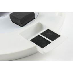 スマートシーリングファン専用フィルター スライドさせるだけで簡単にセット完了。使用済みで捨てる際も簡単に取り外せます。