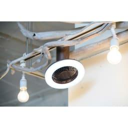 LEDスマートシーリングファン ミニ木目 使用イメージ (ア)本体ブラウン×照明昼白色