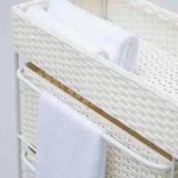 ラタン風ハンドル付きシンプルチェスト (ア)ホワイト ハンドルにタオルもかけられます。