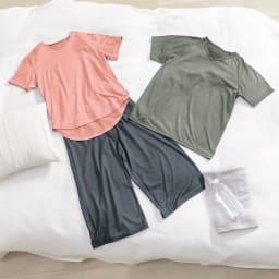 ベネクス コンフォートクールシリーズ ショートスリーブVネック メンズ コーディネート例 ※お届けは写真右上ショートスリーブVネック メンズのみです。