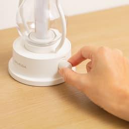 BALMUDA/バルミューダ The Lantern ダイヤルを回すだけで無段階の調光が可能。