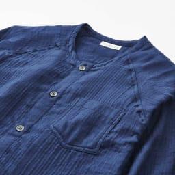 内野(ウチノ)/UCHINO マシュマロガーゼ(R)ノーカラーパジャマメンズWEB 首まわりのすっきりしたタイプなので、衿が気になる方におすすめです。