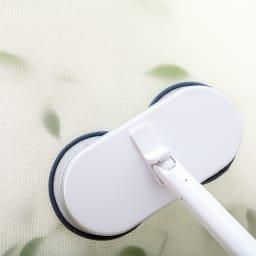 コードレス回転モップクリーナーNEO+(プラス) 網戸や浴室の壁、天井など多用途に活躍。柄を短くして使うことも可能。