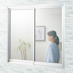 遮熱クールアップ 4枚組 [Before] 日中、外から部屋の中が丸見えの窓も、貼るだけで目隠し効果も!