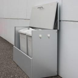 大きく開くガルバ製ゴミ保管庫【スリム】 幅100奥行37cm ※写真はペール付きタイプ