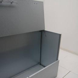 大きく開くガルバ製ゴミ保管庫 幅100奥行55cm ワイドな開口部で出し入れ簡単。