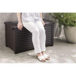 ルーバーストッカー 深型ベンチタイプ 幅114cm 玄関で靴の脱ぎ履きベンチにも。 ※写真は幅84cmタイプです。