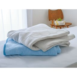 ひんやり除湿寝具デオアイスエアドライシリーズ お得な掛け敷きセット(ピローパッド付) 上から(イ)ライトグレー(ア)ブルー 夏の寝室を明るく演出してくれる2色をご用意。しっかりとした厚みと寝心地で高級感のある夏の敷きパッドです。