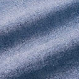 リネンのダウンケット 合掛け 生地アップ(ア)ブルー リネン100%のシャンブレー生地。良質なリネン糸を、先染めで織り上げたシャンブレー生地。色の濃淡が美しく、さらりとしながらも、なめらかな肌ざわり。