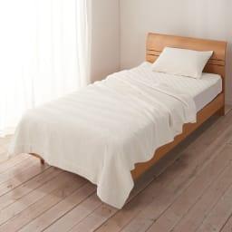今治タオルの寝具シリーズ タオルケット シングル シリーズで合わせて使えば、ふわふわの今治タオルに全身包まれる贅沢な寝心地。※使用イメージ。お届けはタオルケットです。