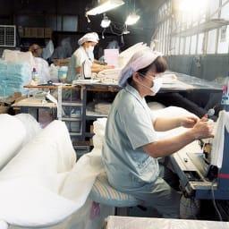 ダブル(パシーマ(R)生地のケットにもなる掛けカバー) (左)日本国内製造ならではの品質が保たれています。