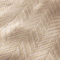 くるまりたくなる風合いの大人のおくるみ 三重ガーゼケット シングル ふんわりと織り上げた軽くふわふわな肌ざわり。表面のヘリンボーン織の地模様が上質な大人のケットを演出。