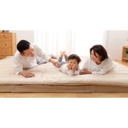 抗菌コンパクト&ワイド ファミリー布団 厚さ約11cmボリュームタイプ(上層パッド+下層マットセット) 家族みんなで仲良く一緒に、広々眠れる大きな敷布団!収納はコンパクト使うときは広々のロングセラーファミリー寝具。ボリュームたっぷりで寝心地も◎!
