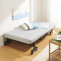 完成品折りたたみショートベッド(カバーなし/カバー付き) コーディネート例 ※写真はカバー付きです。