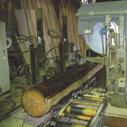 東濃檜 高さ調節すのこベッド 長さ200cm(幅80cm/幅98cm) 岐阜県の寒暖の差が激しい地域で育つ東濃檜。年輪が細かく均整、さらに堅牢で耐久性に優れ、木目の美しさ、香りと手ざわりのよさから建築材としても有名です。