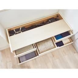 省スペース対応コンパクトチェストベッド(国産ボンネルコイルマットレス付き) レギュラー(長さ199cm) コンパクトでも大量収納!小4杯、大1杯、計5杯の引き出しに衣類やタオル、替えのシーツなどたっぷり収まります。引き出し奥にはゴルフバッグやカーペットなどの長尺物も収納可能。