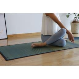 い草のマット〈畳ヨガ〉SKYSEA さらっとした肌触りと程よいグリップ力が心地いい。 (イ)ハワイアンブルー(ブルー系)
