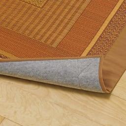 紋織りい草上敷き裏付き・細べり〈ランクス〉 裏面は床を傷つけにくいフェルトタイプの不織布貼り(写真は同シリーズのラグになります)