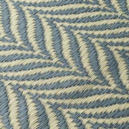 ヘリンボーン柄い草ラグ(裏付き厚さ約8mm) (イ)ブルーグレー系 生地アップ