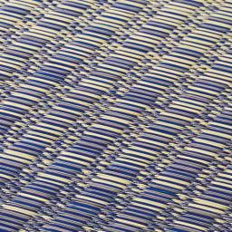 い草ラグ厚手裏付グランデ グラデーションになるように、色の異なるい草を絶妙なバランスで織っています。