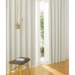 形状記憶加工多サイズ・防炎・1級遮光カーテン 100cm幅(2枚組) (ア)アイボリー 壁や家具、インテリアに合わせて選びやすい多色の無地タイプ。