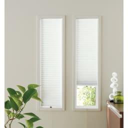 遮光・断熱ハニカム構造の小窓用シェード(つっぱりポール付き)【生地幅35cm・59cm】 (ウ)ホワイト 幅が狭い窓にも、イージーオーダーでピッタリサイズを注文できます。