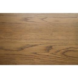 コンパクトなブルックリン風シリーズ ダイニングテーブル 幅75cm オーク材の良さを引き出すワイピング塗装によって木目に深みを持たせ、より質感を高めています。
