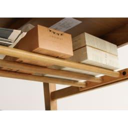 コンパクトなブルックリン風シリーズ ダイニングテーブル 幅120cm 天板下の収納棚を使えば、天板を広く使えます。新聞やティッシュ箱、リモコンなど省スペースに収納OK。収納部分は横幅107cm×奥行18cm耐荷重は約2kgとなっております。