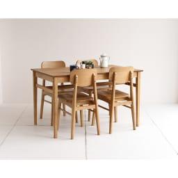 コンパクトなブルックリン風シリーズ ダイニングテーブル 幅120cm コーディネート例 ※お届けはダイニングテーブル幅120cmです。写真は別売りのチェアとの組合せです。