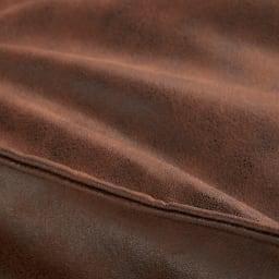 ドリップ ヴィンテージレザー調ビーズクッション 生地アップ(ア)ブラウン  革でも布でもなく、通気性、耐久性をもつ高機能エアレザーはメンテナンス不要で年中快適。