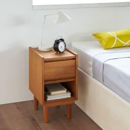 北欧ヴィンテージ風 チーク材 リビング収納 サイドキャビネット 幅30cm ナイトテーブル・ベッドサイドチェストとしてもお使いいただけます。