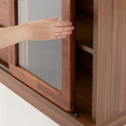 ナチュラルヴィンテージ調シリーズ テレビ台 幅171cm ガラス扉は省スペースな引き戸仕様。