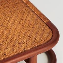 ラタン座椅子ソファシリーズ ソファ 幅140cm 座り心地を考えて、クッション下の座面まで網代編みを施すなど、職人技による丁寧な作りが自慢です。