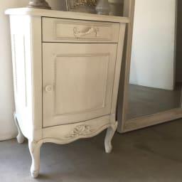 シャビーシック ホワイト フレンチ収納家具シリーズ サイドチェスト 猫脚が女性らしさを演出します。