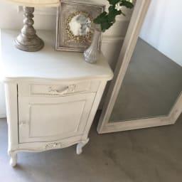 シャビーシック ホワイト フレンチ収納家具シリーズ サイドチェスト 天板は飾り棚としてお気に入りのインテリアを。