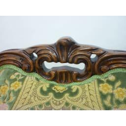 イタリア製 花柄が艶やかな 金華山織張 DXソファ トリプル(3人掛け) 華やかさを際立たせる背もたれの彫刻も魅力。