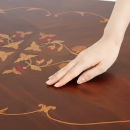 イタリア製象がんシリーズ リビングテーブル 幅100cm 美しい象嵌が施された天板は滑らかな触り心地です。