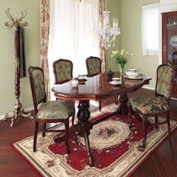 イタリア製 収納家具シリーズ 木製ウッドポールハンガー 華やかなで繊細な装飾が施されているので、お部屋のインテリアとしても目を引きます。