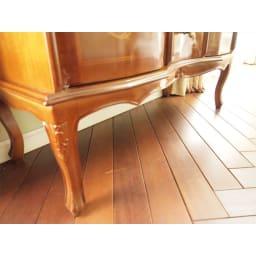 イタリア製 象がん 収納家具 猫脚 コンソール チェスト キャビネット 19cm高さの脚部は優雅な印象を与えると同時に、床のお掃除のしやすさなど、メリットが大きいのでお勧めです。脚裏にはフェルトつきで床傷対策も万全です。