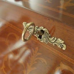 イタリア製象がん収納家具 ライティングデスク(パソコンデスク) 美しいアンティーク風の鍵付き。差し込み口もエレガント。
